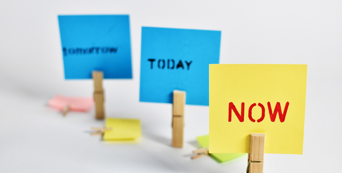 Photo of post-it notes, one with NOW printed on it, representative of Selling to get Decisions.